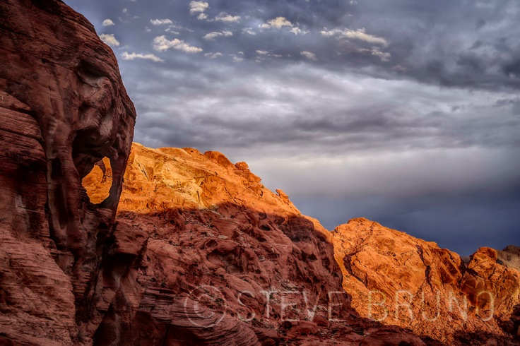 small arch in Valley of Fire State Park, Nevada. Photo by Steve Bruno at gottatakemorepix